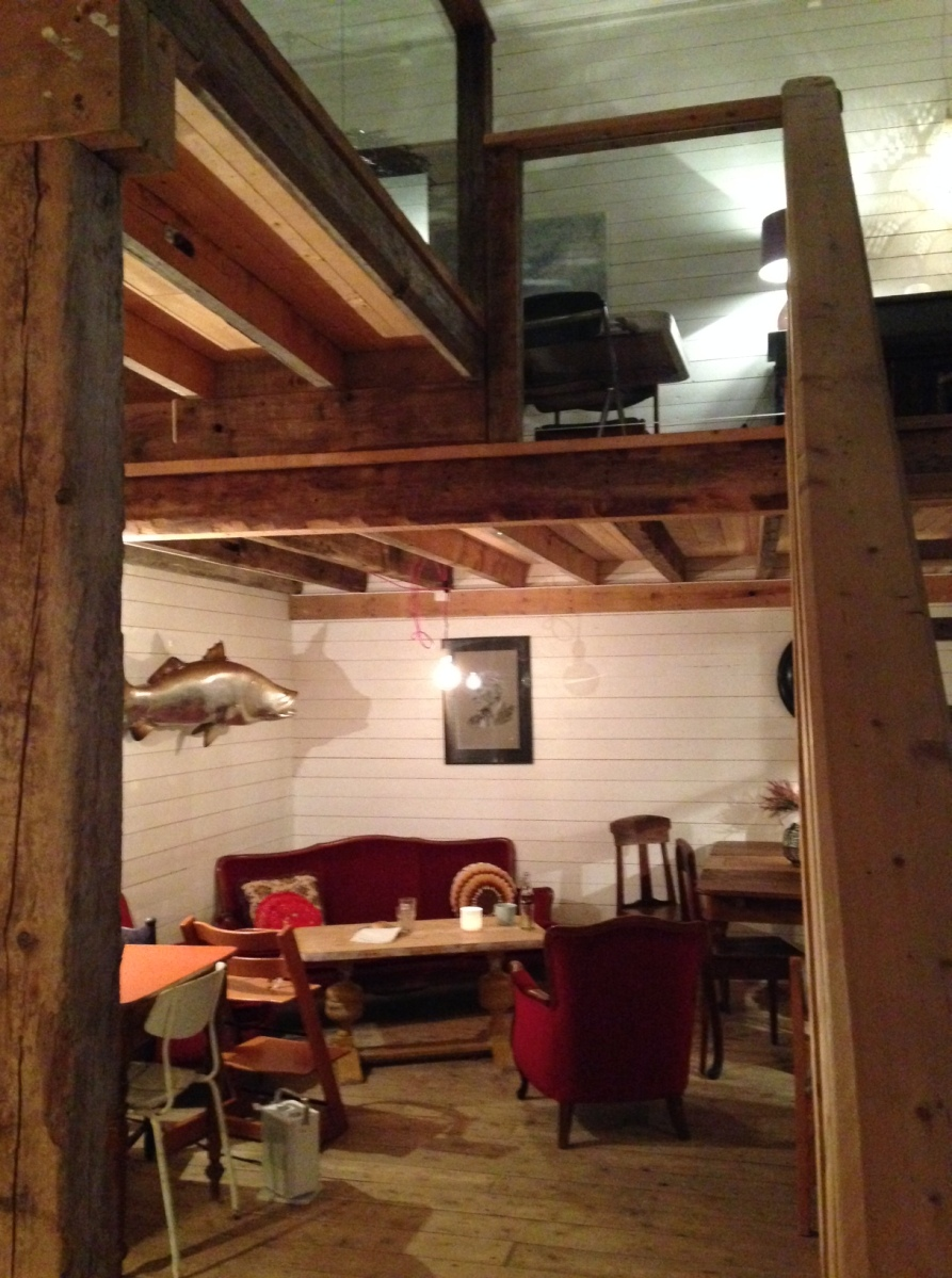 Bryggejentene in Ersfjord: A Cozy Cafe, with a Whale View...?